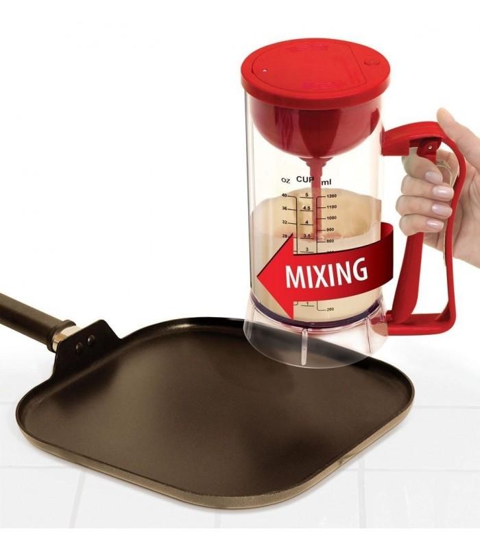 Уред за правене на смес за палачинки и сладки