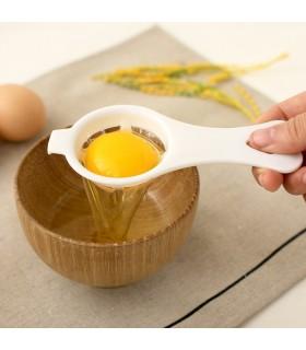 Цедка за разделяне на жълтъка от белтъка на яйца
