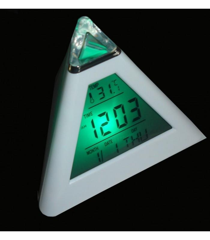LED Часовник Пирамида сменящ цвета си в 7 цвята